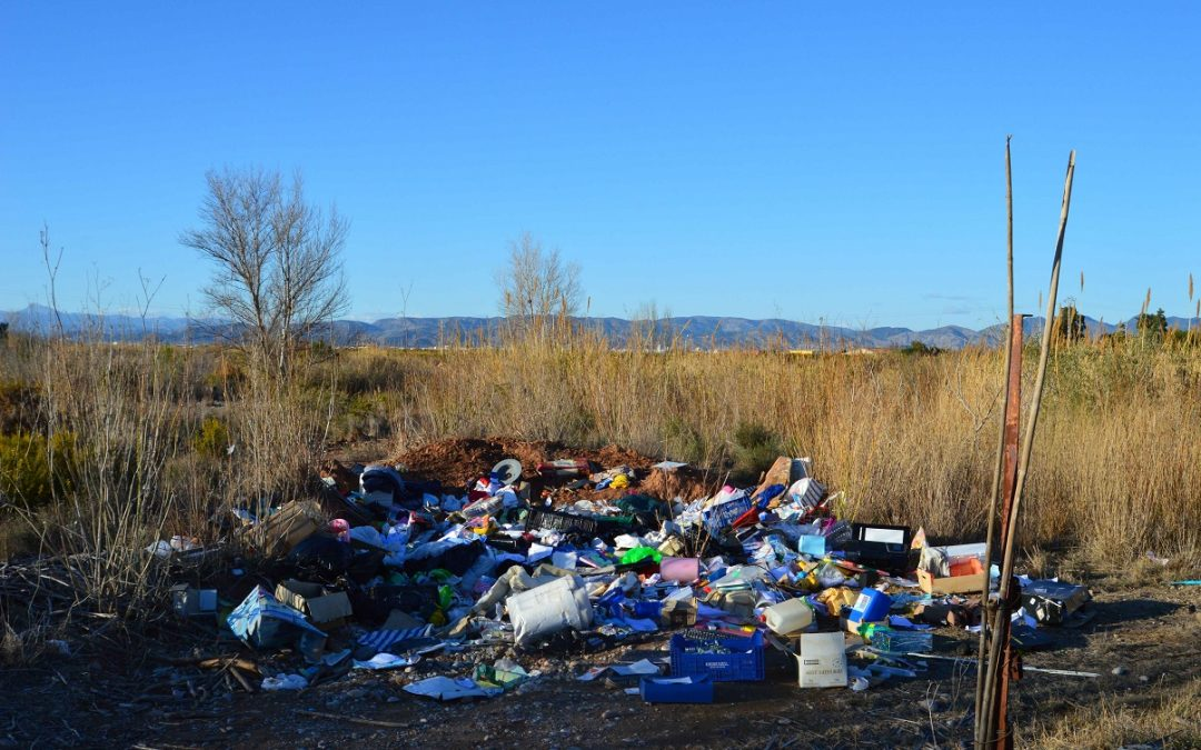Apareix un gran abocament il·legal al Paisatge Protegit de la Desembocadura del riu Millars