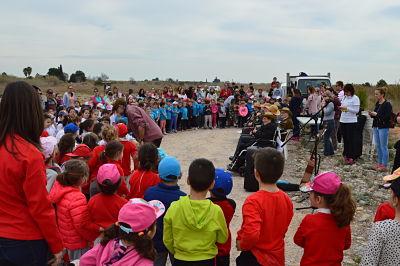 300 escolars d'Almassora celebren el Dia de l'Arbre plantant 400 exemplars al Paisatge Protegit de la Desembocadura del riu Millars